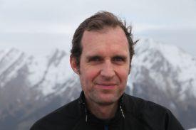 Frédéric JULIEN dirige un salon de massage Annecy, la clédu bien être et y dispense des formations en massage suédois et sportif.